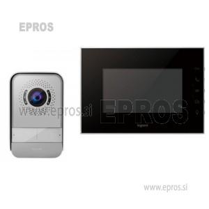 Video domofon Legrand 369220 z barvno kamero in notranja prostoročna video enota s 17,8 cm barvnim